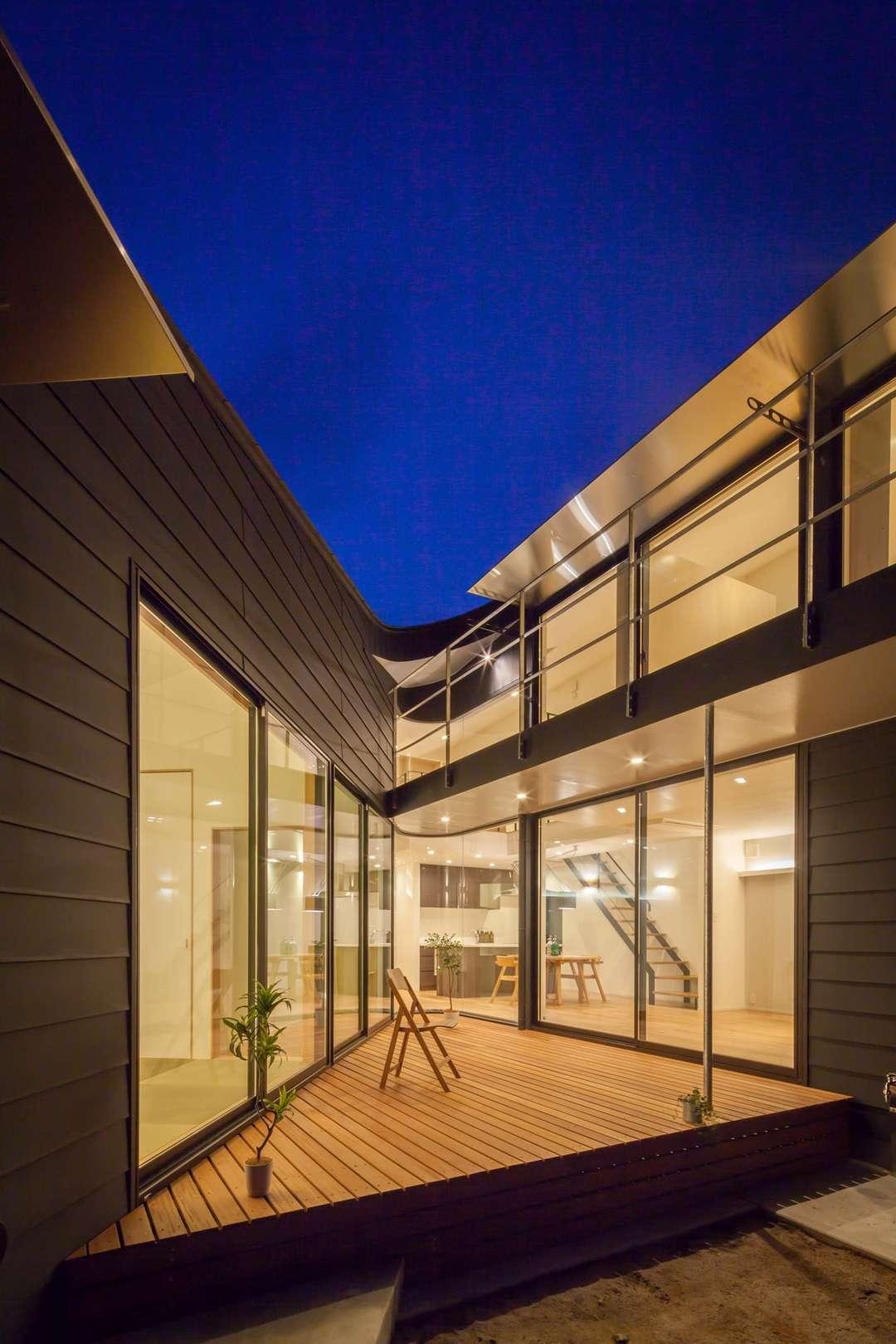 Luminosas casas con patio japon s - Cubiertas para patios interiores ...