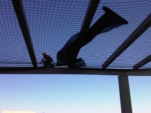 Red de seguridad para la obra de cerramiento de fachada en Persán. Cubierta deck