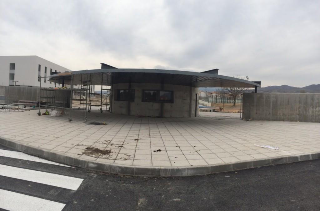 Obra de revestimiento de la fachada de polideportivo de Baza
