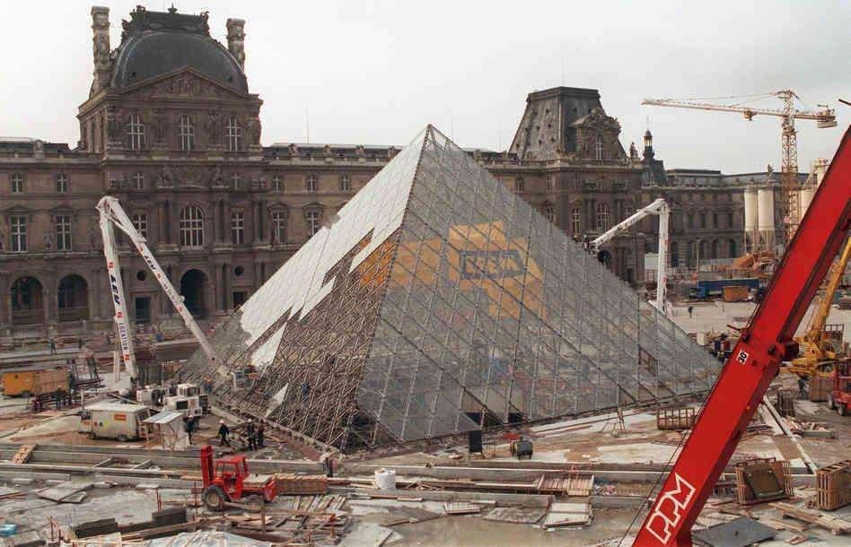 Piramide del louvre y su construcción