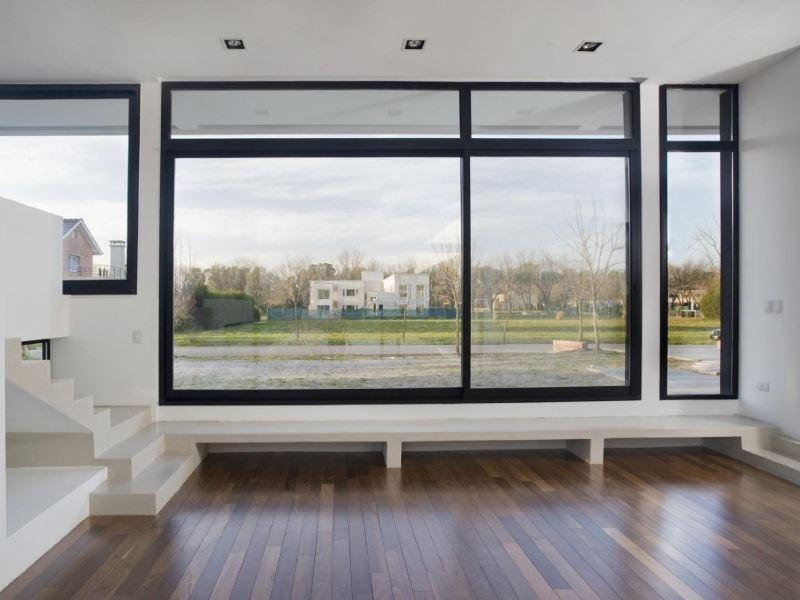 ahorro energético mediante el uso de ventanas y corrimientos de aluminio