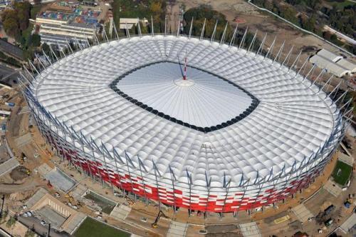 Cubierta del estadio de fútbol Nacional de Varsovia