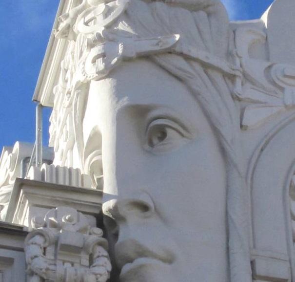 Fachadas con rostro humano en Riga