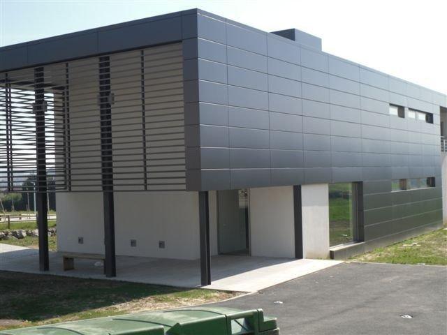 fachada con paneles de composite